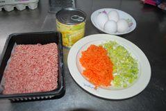 红烧大蛋饺的做法步骤:1