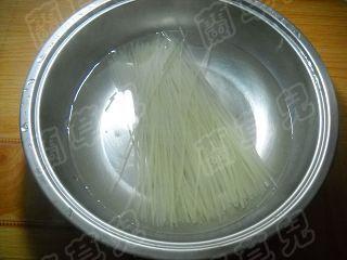 香辣蟹麻姑米粉的做法步骤:3