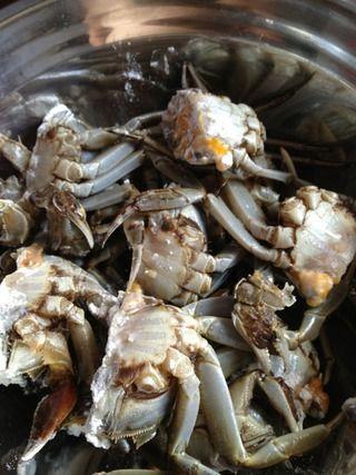 焖锅香辣蟹的做法步骤:1