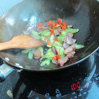 莴笋叉烧肉的做法步骤:6