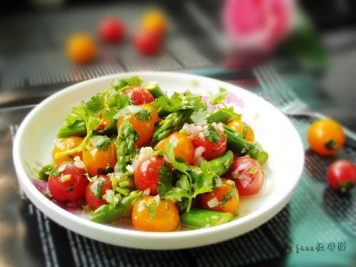 芦笋圣女果暖食沙拉的做法