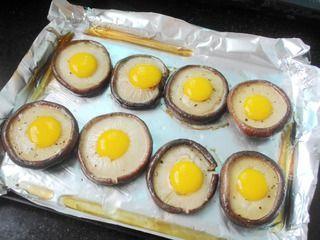 奶酪鹌鹑蛋烤香菇的做法步骤:4