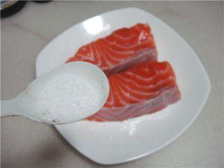 柠香煎三文鱼的做法步骤:3