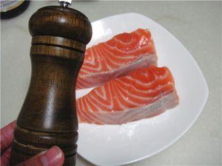 柠香煎三文鱼的做法步骤:4