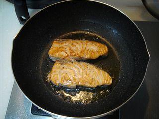 柠香煎三文鱼的做法步骤:10