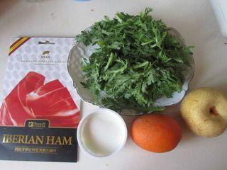 火腿茼蒿水果酸奶沙拉的做法步骤:1