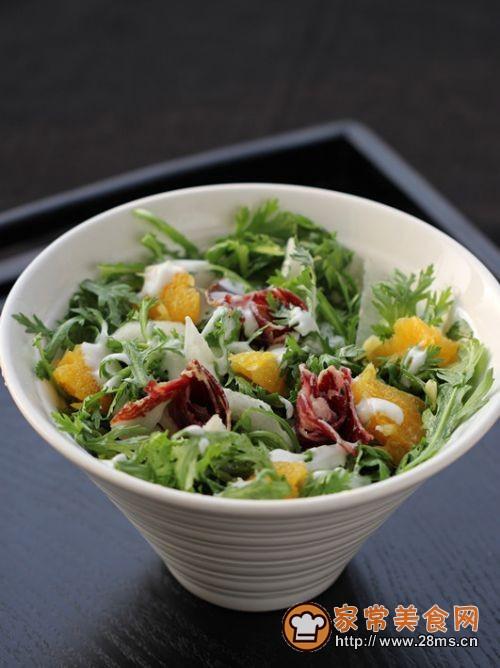 火腿茼蒿水果酸奶沙拉的做法