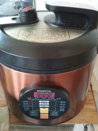 蒜香香辣红烧猪蹄的做法步骤:5