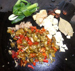 泡椒红烧猪蹄的做法步骤:4