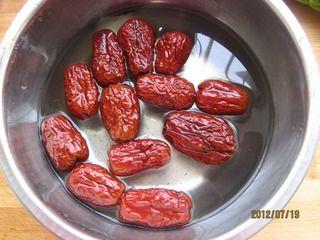 蜜汁红枣苦瓜段的做法步骤:3