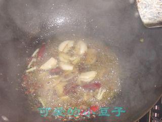 土豆粉烧仔鸡的做法步骤:3