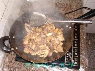 土豆粉烧仔鸡的做法步骤:4
