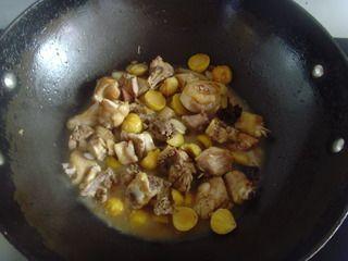 收获的季节不可错过的美味【栗子焖鸡】的做法步骤:8