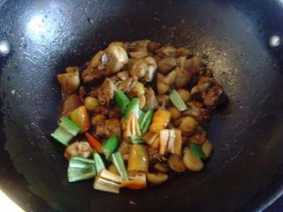 收获的季节不可错过的美味【栗子焖鸡】的做法步骤:11