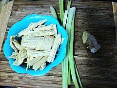 姜汁拌腐竹的做法步骤:1