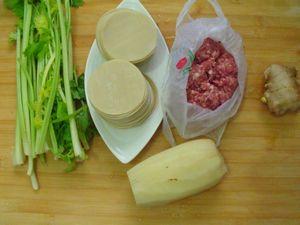【私房江南鲜】:猪肉芹菜莲藕饺子的做法步骤:1
