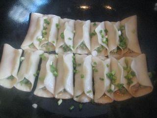 芹菜肉馅煎饺的做法步骤:7