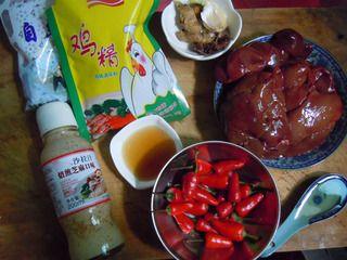 【香辣鸭肝】---补血明目的最佳菜肴的做法步骤:1