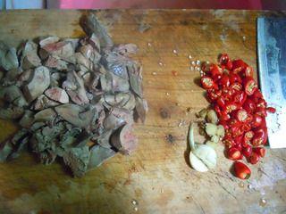 【香辣鸭肝】---补血明目的最佳菜肴的做法步骤:3