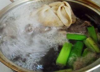 家中的年夜菜:一红烧猪蹄的做法步骤:4