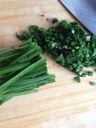 韭菜炒鸭蛋(适合孩子吃,不会再挑食~)的做法步骤:3
