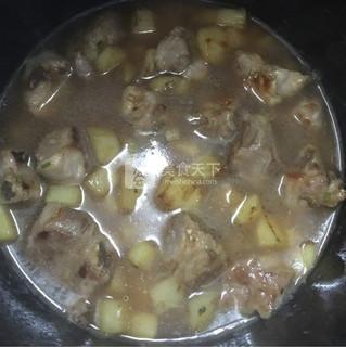 排骨土豆焖饭的做法