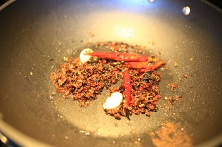 梅菜花椒干煸四季豆的做法步骤:3