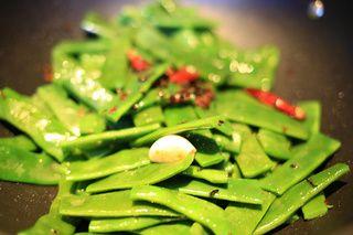 梅菜花椒干煸四季豆的做法步骤:4
