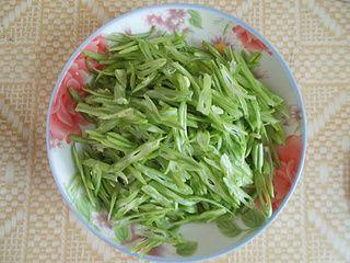 四季豆丝炒肉的做法步骤:1