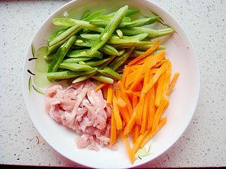 四季豆炒肉丝的做法步骤:2