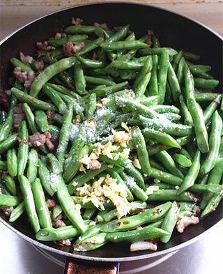 简易版干煸四季豆的做法步骤:5