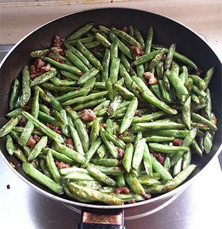 简易版干煸四季豆的做法步骤:6