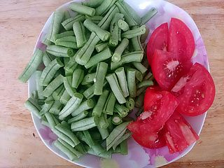 豆角炒西红柿的做法步骤:2