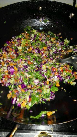 五彩时蔬蛋炒饭的做法步骤:4