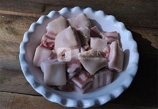 东坡肉的做法步骤:1