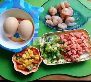 虾仁蛋炒饭的做法步骤:1