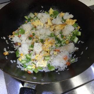 西芹蛋炒饭的做法步骤:5