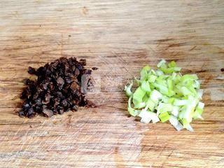 葱香豆豉蛋炒饭的做法步骤:3