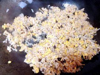 葱香豆豉蛋炒饭的做法步骤:6