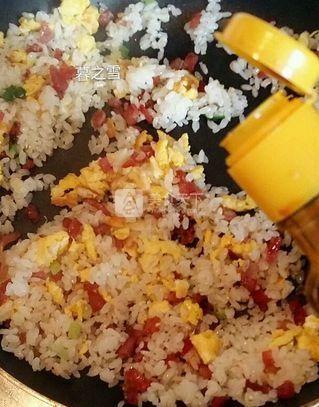 腊肠蛋炒饭的做法步骤:7