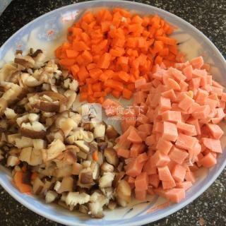 什锦蛋炒饭的做法步骤:1
