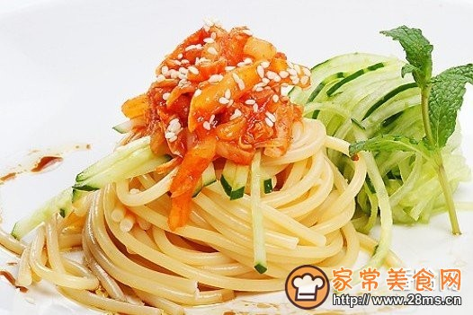意大利面条配韩国泡菜的做法