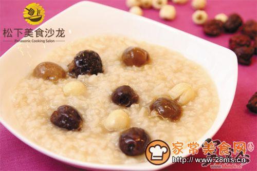 红枣桂圆莲子粥