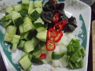 各种黄瓜丁的切法图片1