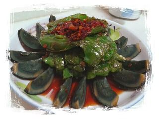 虎皮青椒拌皮蛋的做法