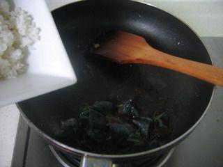 皮蛋炒饭的做法步骤:4