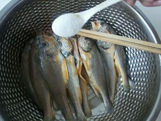 面拖黄鱼的做法步骤:2