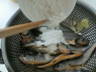 面拖黄鱼的做法步骤:6
