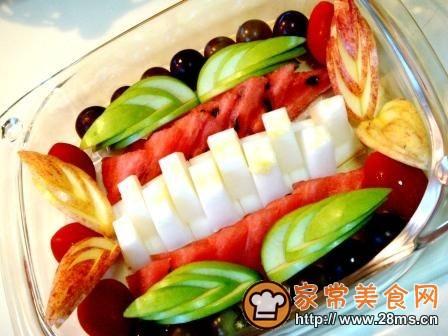 水果拼盘造型和雕刻-什锦果盘的做法