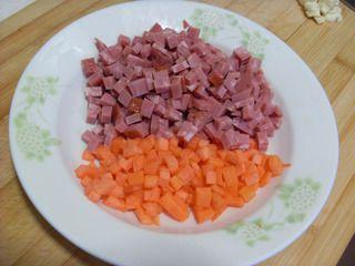五彩紫米蛋炒饭的做法步骤:3